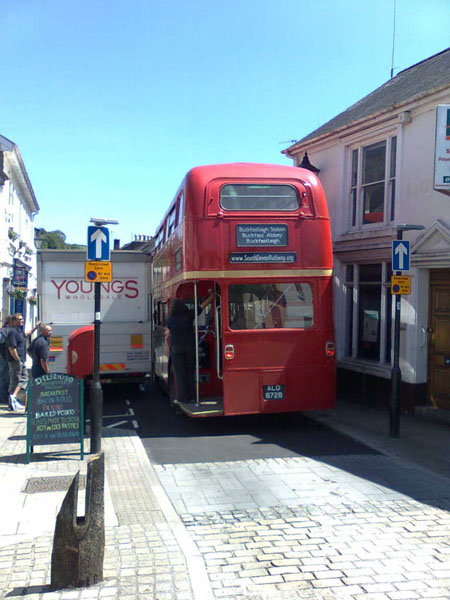 RM1872 squezzes through Buckfastleigh High Street